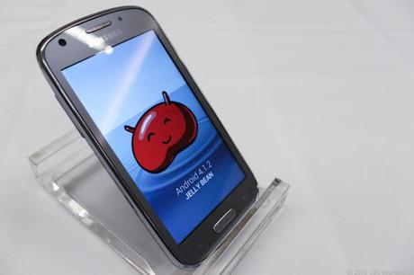 Samsung ra mắt smartphone 4G LTE tầm trung Admire 2