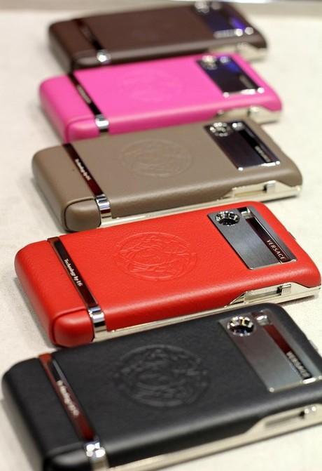 Điện thoại thời trang Versace Unique giá hơn 89 triệu đồng 2