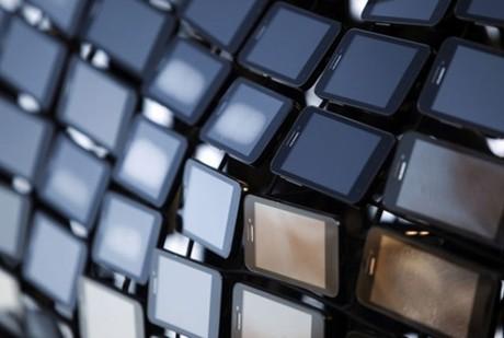 Smartphone bán ra sẽ vượt điện thoại thường trong 2013