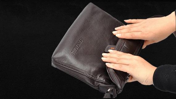Có thể cuộn chiếc túi da nam làm từ chất liệu da vô cùng mềm mại