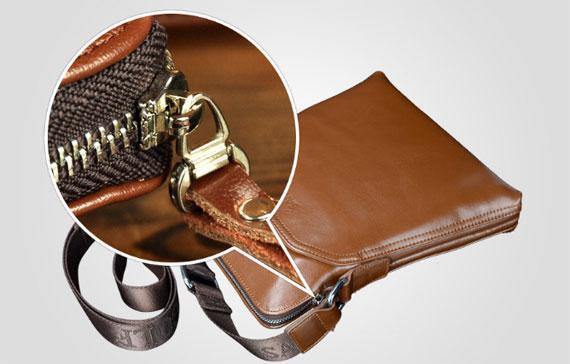 Khóa túi được làm rất tỷ mỷ chi tiết thể hiện qua nước mạ