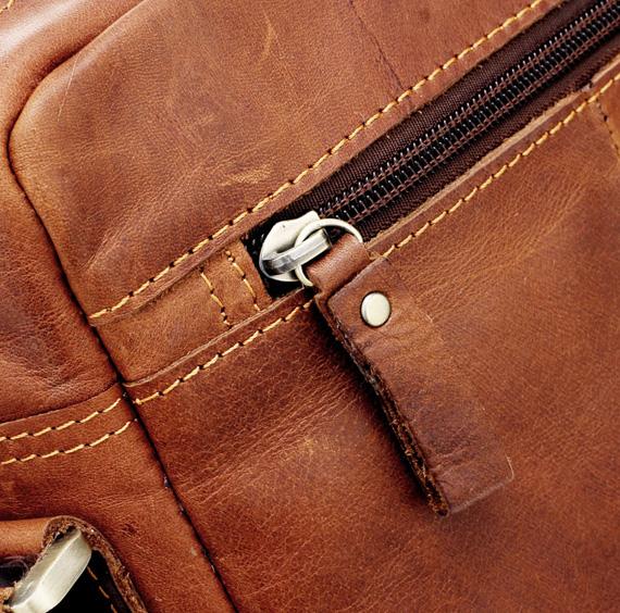 Chi tiết nhỏ như khóa, đường may túi xách nam da thật được làm cẩn thận