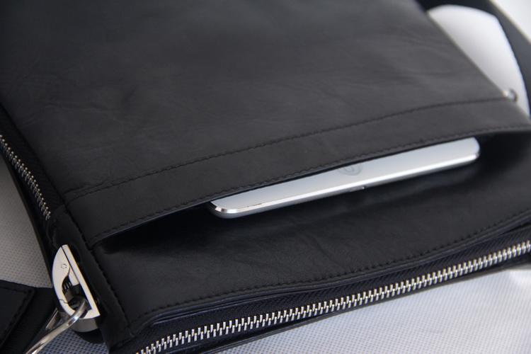 Ngăn không khóa ngoài túi xách nam siêu mỏng