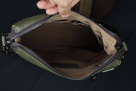 Nội thất bên trong túi xách nam da thật Jeep 009 có cấu trúc khá đơn giản