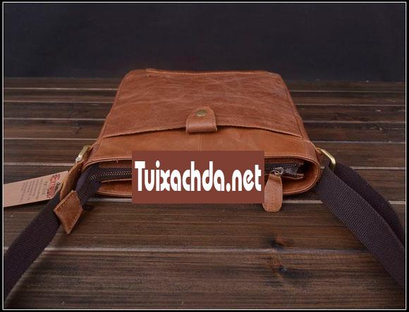 Khóa túi xách nam được thiết kế chìm xuống dưới so với mặt