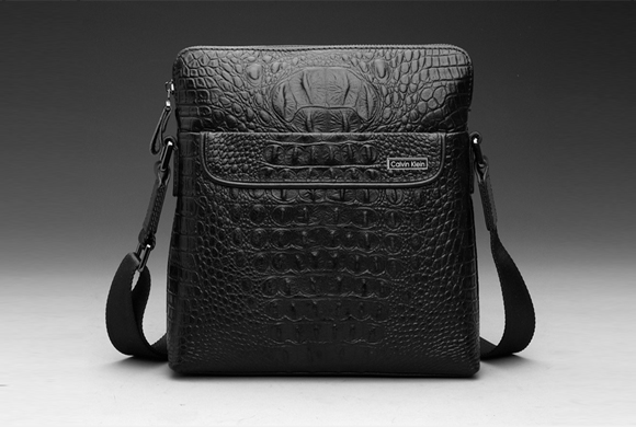Túi đựng iPad đeo chéo vân cá sấu chính hãng CK