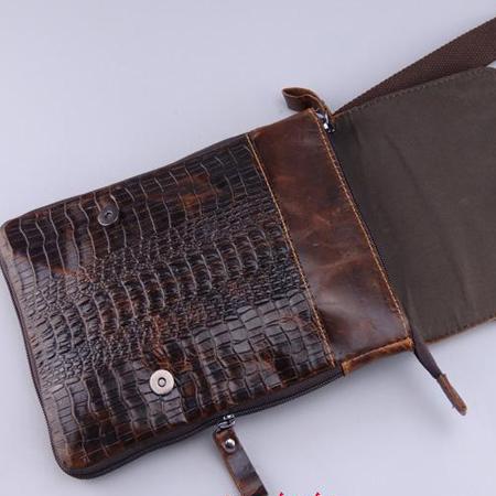 Một góc bên trong túi đựng iPad mini vân cá sấu