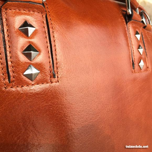 Chất liệu da thật cho chiếc túi xách nam công sở sự sang trọng và độ bền cao
