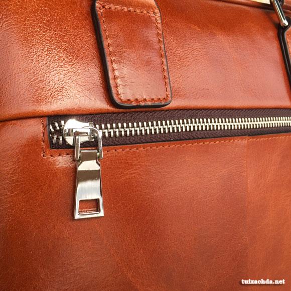 Chi tiết nhỏ như khóa túi được làm cẩn thận, tỷ mỷ