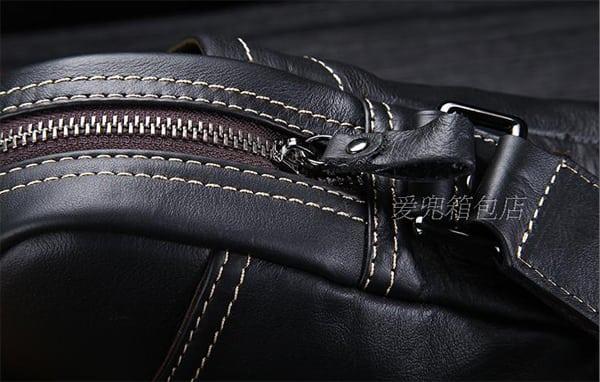 Khóa ngăn chính túi xách nam dạng hộp được làm chắc chắn