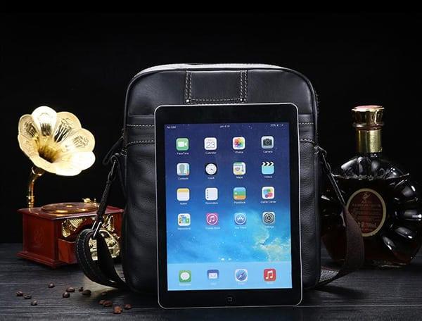 Túi xách nam được thiêt kế theo kích thước chuẩn quốc tế đựng iPad