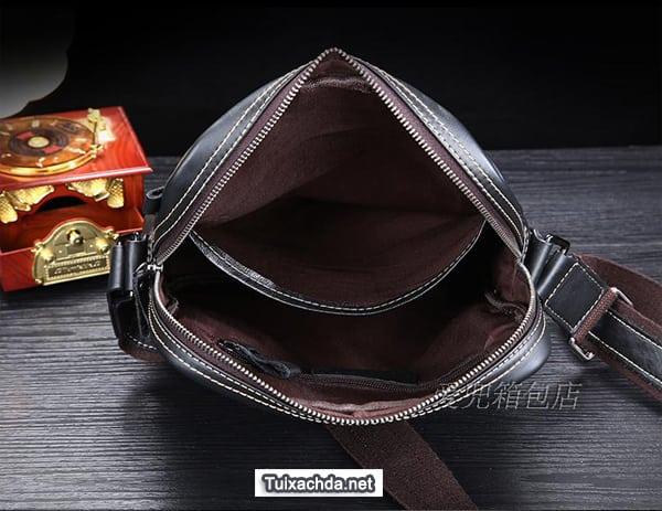 Ngăn đựng chính của túi xách nam da thật rộng rãi thoải mái