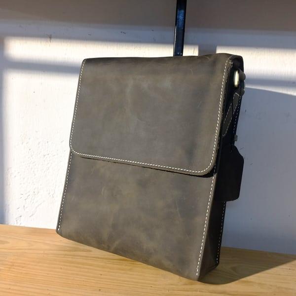 Túi đeo chéo nam da bò thời trang sang trọng KT33 Đen