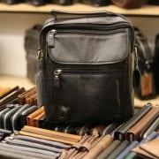 Túi đeo chéo nam da thật giá rẻ có quai xách tay KT41 màu đen