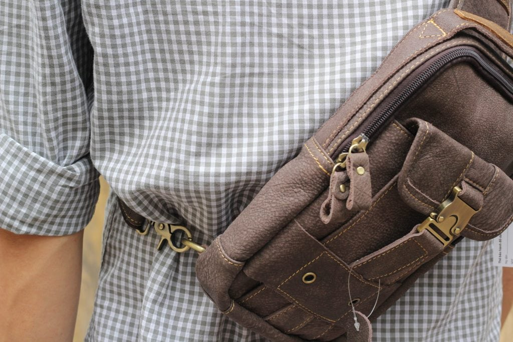 Túi đeo ngực da thật cho nam thời trang bụi bặm màu đen ghi 1