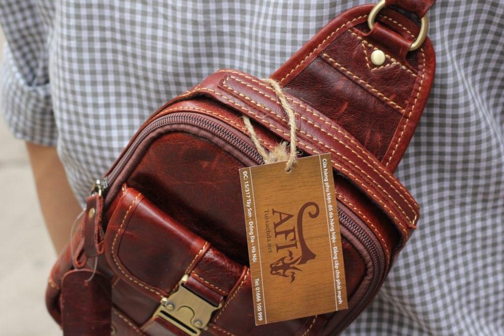 Túi đeo ngực da thật cho nam thời trang bụi bặm màu nâu đỏ 4