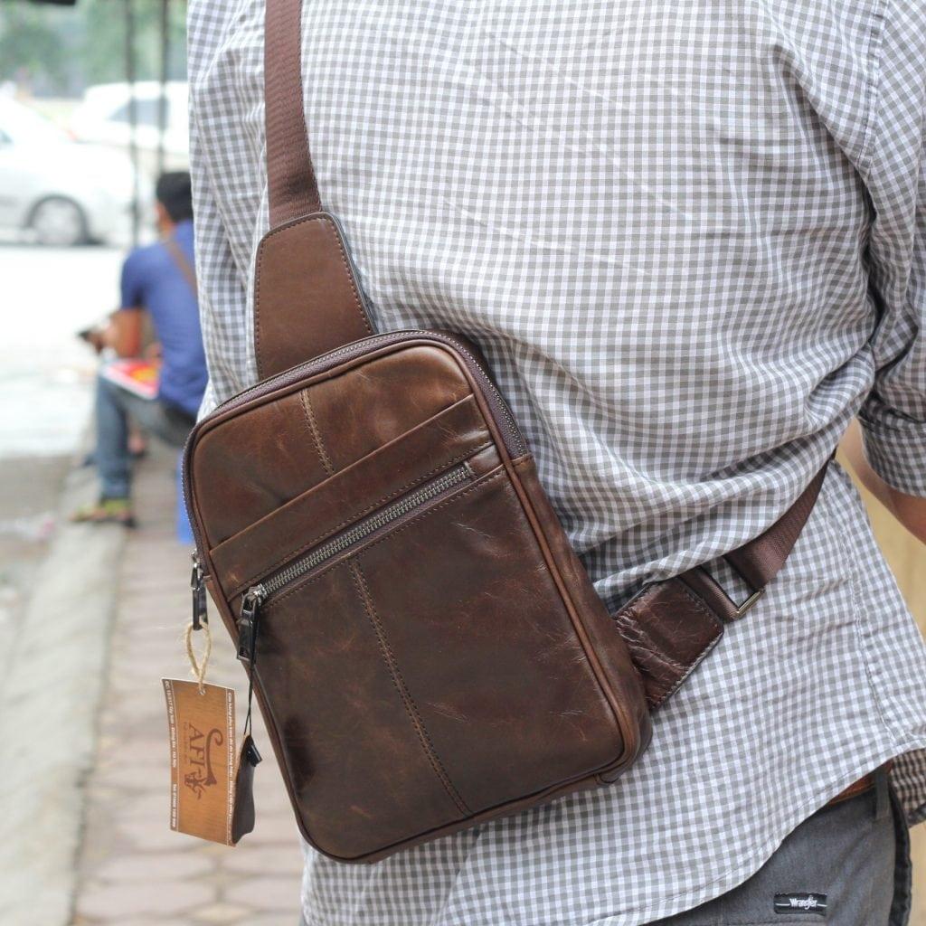 Thời trang sang trọng khi mang trên người chiếc túi đeo chéo TDL08
