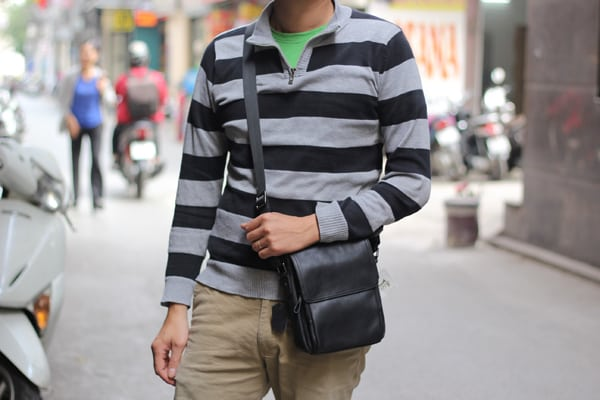 Trên tay túi đeo chéo nam da cừu KT60