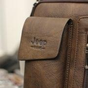 Túi đeo chéo Jeep giá rẻ 04 một góc màu nâu