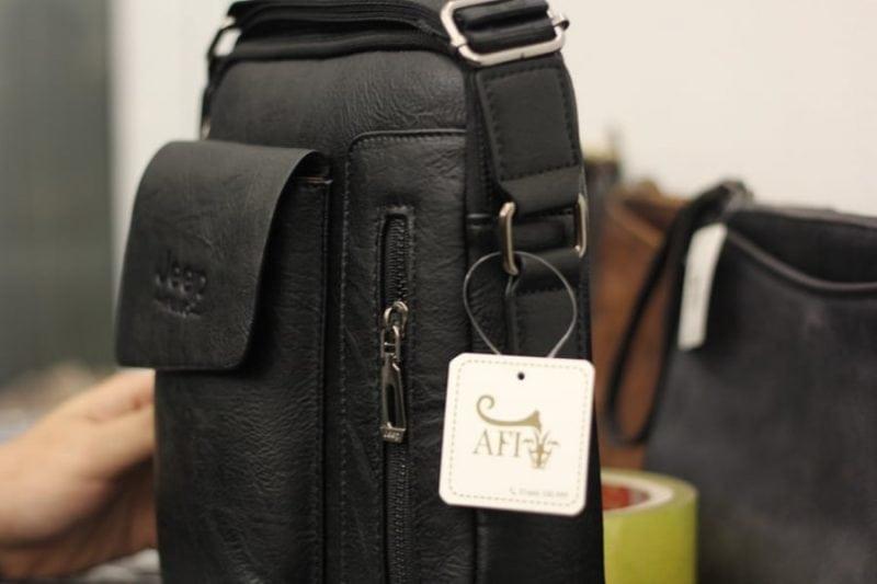 Túi đeo chéo Jeep giá rẻ 04 màu đen - Thân túi