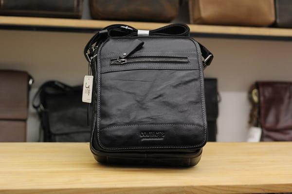 Túi đeo chéo nam da bò contact 04 màu đen
