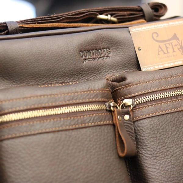 Cặp túi xách đeo chéo nam da thật Contact 10 logo sắc nét