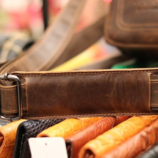 Túi da nam thời trang nhỏ gọn Contact 08 dây đeo chắc chắn