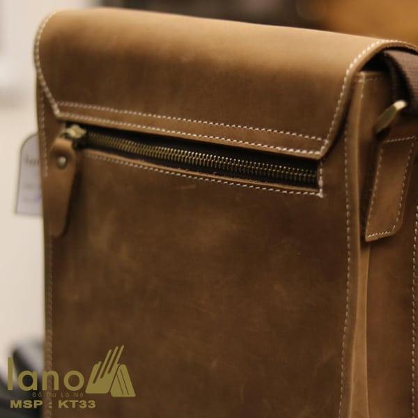 Túi đeo chéo nam da bò thời trang sang trọng KT33 nghiêng - mặt sau