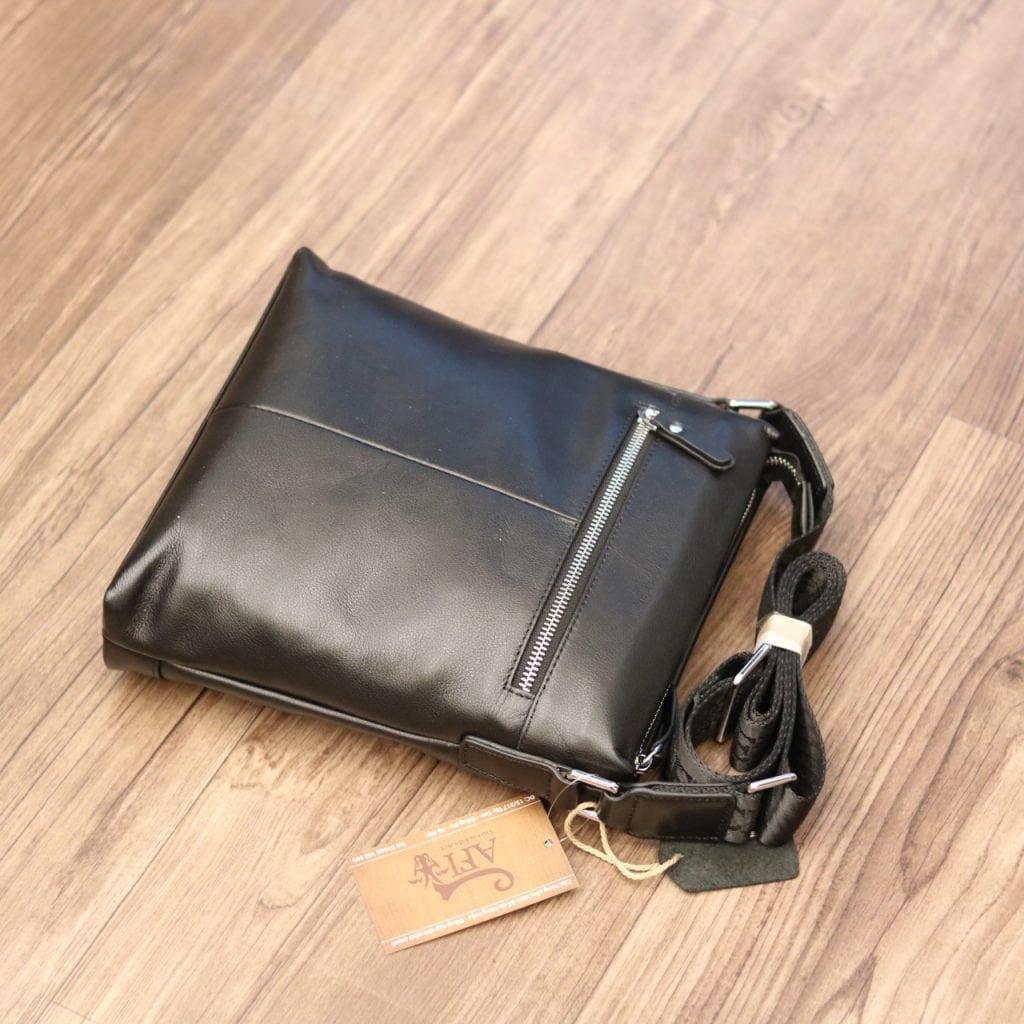Túi đeo chéo nam thời trang công sở Schwarz Etienne TXSE02 mặt sau
