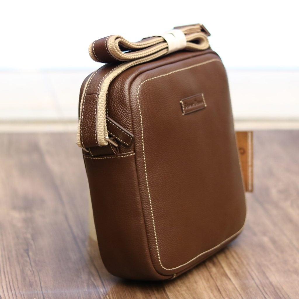 Túi xách nam đeo chéo Schwarz Etienne TXSE07 nâu - nghiêng trước