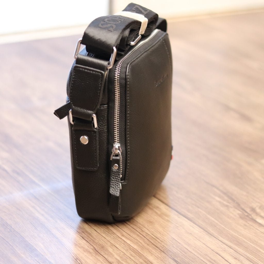 Túi xách nam đeo chéo Schwarz Etienne TXSE07 đen mặt nghiêng