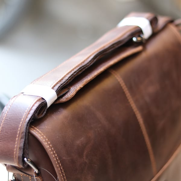 Cặp túi xách đeo chéo nam da thật Contact 12 dây đeo chéo