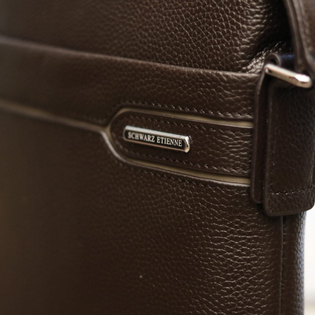 Túi da nam đeo chéo thời trang sang trọng Schwarz Etienne TXSE06 logo sắc nét