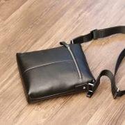 Túi đeo chéo nam hàng hiệu Schwarz Etienne thời trang lịch lãm TXSE03 mặt sau