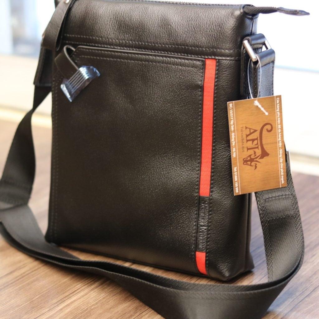 Túi đeo chéo nam hàng hiệu Schwarz Etienne thời trang lịch lãm TXSE03 nhìn nghiêng