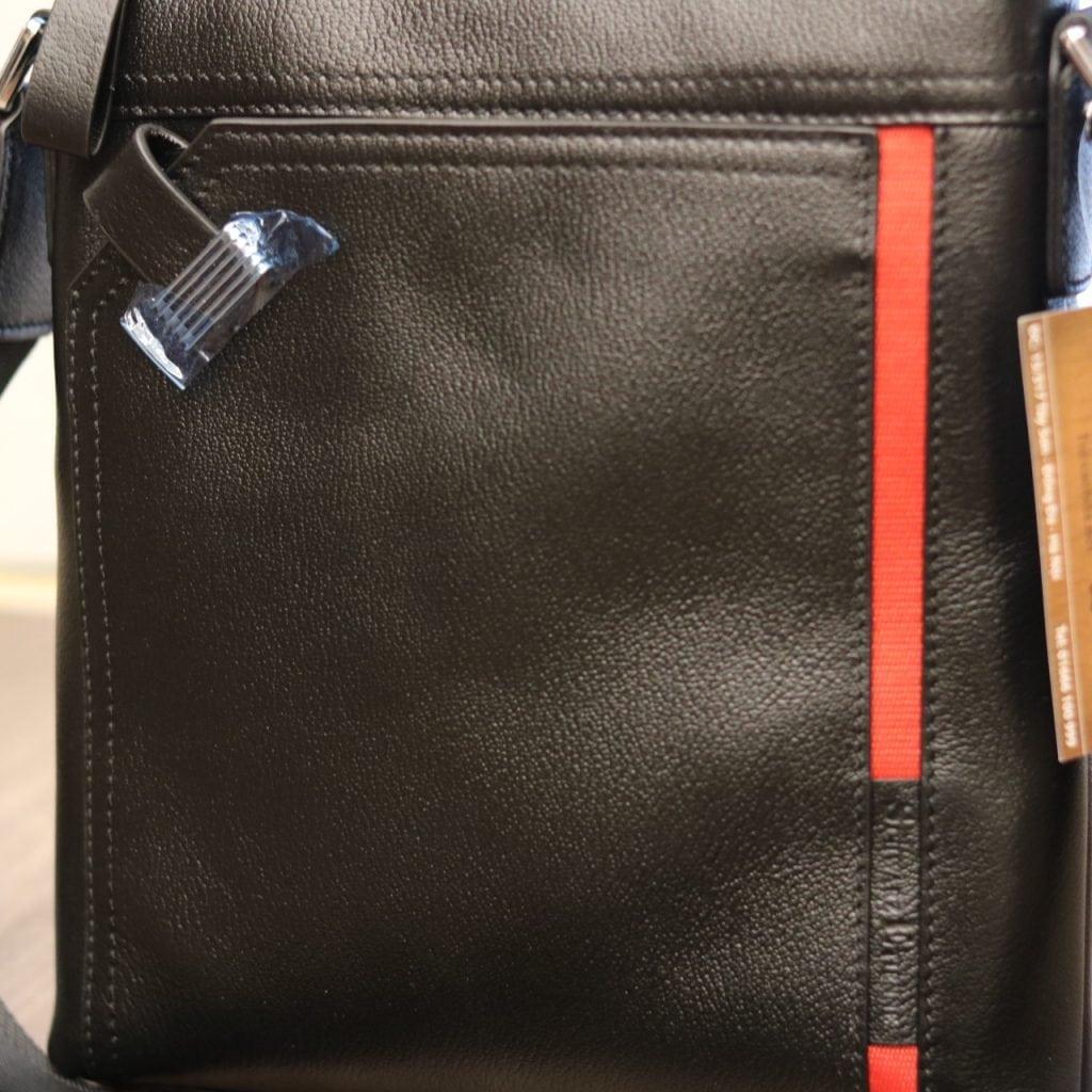 Túi đeo chéo nam hàng hiệu Schwarz Etienne thời trang lịch lãm TXSE03 bề mặt
