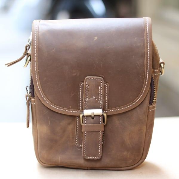 Túi đeo chéo nam kiểu dáng mini da bò sáp KT72 trực diện