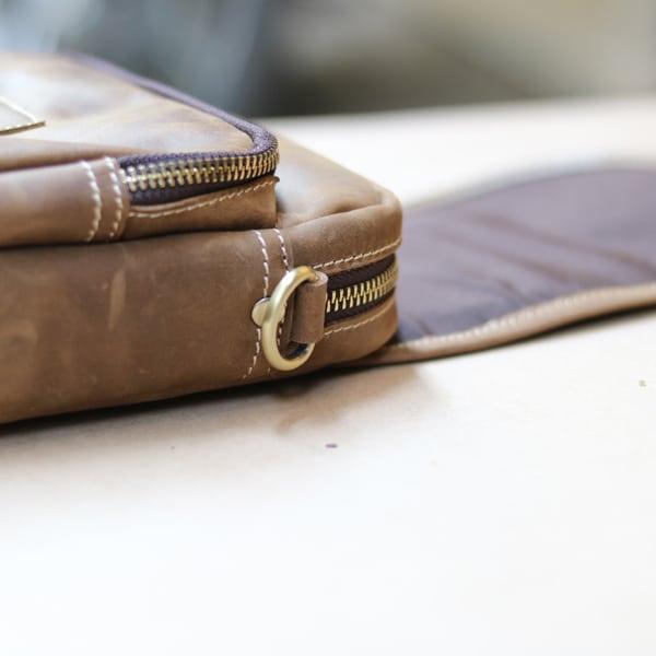 Túi đeo chéo nam kiểu dáng mini da bò sáp KT72 thân túi
