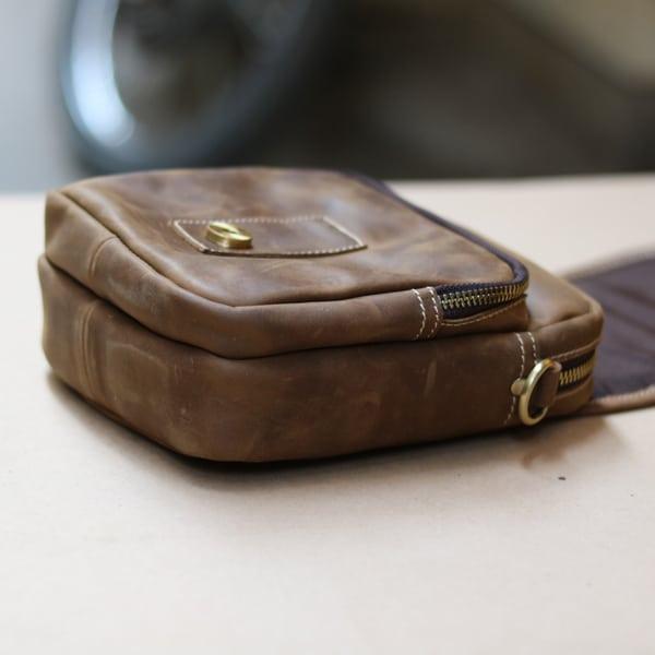 Túi đeo chéo nam kiểu dáng mini da bò sáp KT72 dày dặn