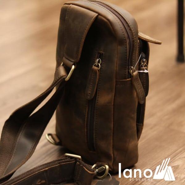 Túi đeo chéo lưng, ngực cho nam da bò sáp TDL30 nghiêng mặt sau