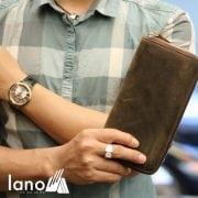 Ví cầm tay nam 1 khóa kéo da bò sáp thời trang tiện lợi VCTN012 nâu trên tay